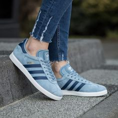 Adidas Gazelle Womens and Mens Trainers Outlet Store Zapatillas Adidas Gazelle, Adidas Gazelle Women, Adidas Women, Casual Sneakers, Sneakers Fashion, Casual Shoes, Adidas Outfit, Adidas Sneakers, Shoes Sneakers