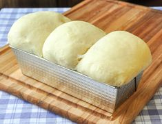 The Best Homemade White Bread - This Newfoundland recipe is well over 40 years old & turns put perfectly every time. Comfort food home baking at its best. Cooking Bread, Bread Baking, Cooking Recipes, Bread Machine Recipes, Easy Bread Recipes, Homemade White Bread, Homemade Breads, Canadian Food, Canadian Recipes