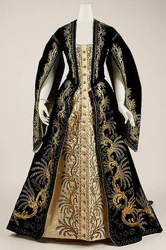 Russian court dress 1900   #TuscanyAgriturismoGiratola