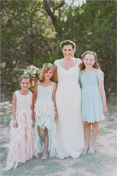flower girl ideas | ruffle flower girl dresses | mint flower girls | #weddingchicks
