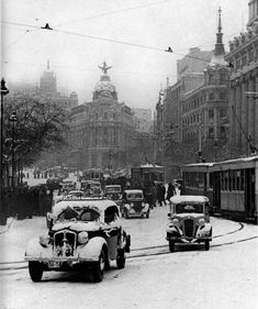 December in Madrid, Spain 1945 Antique Photos, Vintage Photographs, Vintage Photos, Old Photography, Street Photography, Old Pictures, Old Photos, Foto Madrid, Frozen In Time