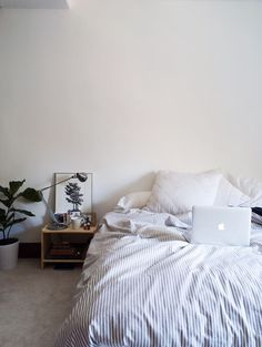 memo - apartmentstori: It's Sunday - stay in bed