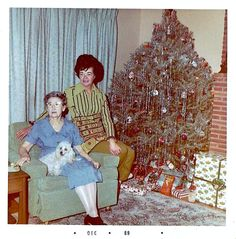 this is what grandmothers and Christmas used to look like. Vintage Christmas Photos, Retro Christmas, Christmas Pictures, Christmas Colors, Christmas Holidays, Vintage Photos, Old Time Christmas, Ghost Of Christmas Past, Christmas Albums