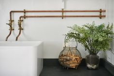 Steal This Look: A Vintage Bath in England with a DIY Faucet (Remodelista: Sourcebook for the Considered Home) Copper Pipe Taps, Copper Faucet, Copper Tubing, Industrial Bathroom Vanity, Bathroom Faucets, Concrete Bathroom, Belfast Sink Bathroom, Industrial Interiors, Vintage Industrial