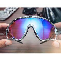Oakley Jawbreaker Snow Camo.  Boasson Hagen got 'em. Boonen got 'em. Get yours now! #oakley #jawbreaker #snowcamo #vangorpdesigns #oakleyjawbreaker #edvaldboassonhagen #tomboonen #bomtoonen #oakleyforum #oakleycustom #shades #bikeporn #sykkel by utstyrskongen