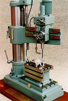 Metal Working Machines, Metal Working Tools, Old Tools, Metal Lathe Projects, Drill Press Table, Metal Processing, Machinist Tools, Engineering Tools, Drilling Machine