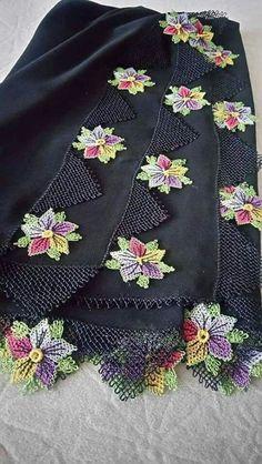 33 Gösterişli Siyah ve Beyaz İğne Oyası Modeli Tatting Lace, Needle Lace, Floral Tie, Diy And Crafts, Eminem, Embroidery, Crochet, Caftans, Fashion