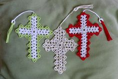 This pattern includes two different styles of Cross and three alternative edgings.