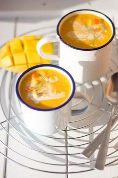 Karottensuppe mit Mango und Kokosmilch