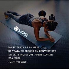 No se trata de la meta. Se trata de crecer en convertirte en la persona que puede lograr esa meta. Tony Robbins KYITABB Tony Robbins, Herbalife, Crossfit Gym, Love Fitness, Sport Motivation, Taekwondo, Gym Workouts, Pilates, Fitness Inspiration