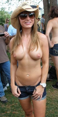 hotwifesoccermomescort:  sheismarriedanddating:#Sexy #exhibitionist #MILF & #HOTWIFE
