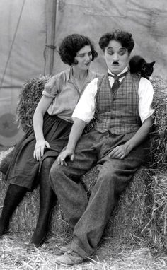 Charlie,Merna Kennedy and little kitty in The Circus 1928