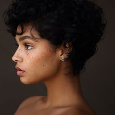 Aiyana lewis as Trezia Barbazu Short Curly Hair, Curly Hair Styles, Natural Hair Styles, Aiyana Lewis, Pretty People, Beautiful People, Model Face, Woman Face, Cute Hairstyles