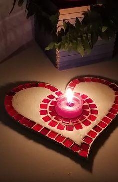 Nice tea-light holder made of clay and mosaic pieces Mosaic Pieces, Diy Clay, Tea Light Holder, Tea Lights, Presents, Tutorials, Nice, Holiday Decor, Heart