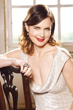 Such a pretty woman, I& so jealous. Gorgeous Women, Beautiful People, Elizabeth Mcgovern, North Hollywood, Downton Abbey, Pretty Woman, Actors & Actresses, Poses, Wedding Dresses