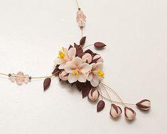 Collana di fiori di ciliegio. Collana di dichiarazione.