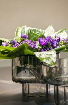 花艺 Woman Coats woman in black coat Flower Planters, Flower Vases, Fruit Flower Basket, Murano Glass Vase, Perfume, Table Flowers, Decoration Table, Floral Arrangements, Flower Arrangement