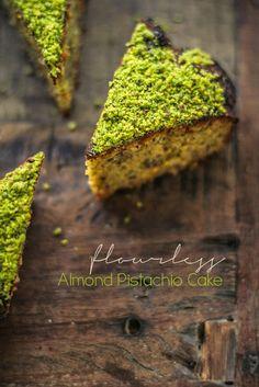 Torta senza farina (né olio, né burro) con mandorle e pistacchi