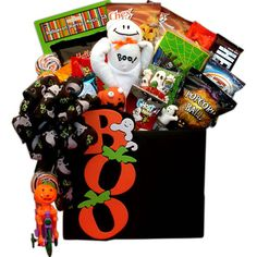 Boo Happy Halloween Gift Basket-Boo Happy Halloween Gift Baskets Leave them spellbound with this hauntingly original Boo! To you Gift Box! A lively gathering of delicious treats are set in a playful Boo gift box From the spooky grin on Boo's face rig Fröhliches Halloween, Halloween Festival, Halloween Cookies, Halloween Treats, Halloween Music, Halloween Designs, Halloween Desserts, Halloween Season, Halloween Projects