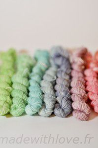 Hand dying yarn - creating a 12-color palette using just the 3 promary colors as a base (in French)
