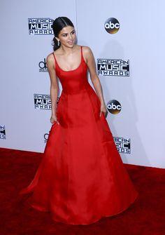 November 20: Selena attending the 2016 American Music Awards in Los Angeles, California [HQs]