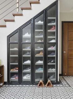 Wood pallet furniture 25 Space Saving Shoe Rack Ideas - Page 19 of 25 - LoveIn Home How To Care For Shoe Storage Furniture, Space Saving Shoe Rack, Diy Shoe Rack, Shoe Racks, Bedroom Furniture Makeover, Diy Bedroom, Wood Pallet Furniture, Repurposed Furniture, Furniture Ideas