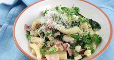 Med enkla och billiga råvaror lagar du Paolos goda vinterpasta med bacon, rotselleri och fryst spenat. Perfekt vardagsmat som är snäll mot plånboken.