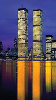# Geschichte # historisch # Weltkrieg # 911 # NASA - My favourite city New York - a real Melting Pot of culture, nations, food and passion for Business and Life - Welcome Haar Design World Trade Towers, World Trade Center Nyc, Trade Centre, Beautiful Buildings, Beautiful Places, 11 September 2001, New York City, Foto Gif, Voyage New York