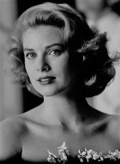 Grace Kelly, 1954 (source: @graceandfamily)