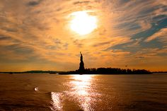 Sunset on Statue of Liberty Work Pictures, New York Pictures, Home Nyc, Coronado Island, Liberty Island, New York Photography, Nyc Skyline, Neuschwanstein Castle, I Love Nyc