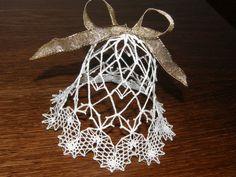 Nový příspěvek Crochet Christmas Decorations, Christmas Tree Ornaments, Xmas Crafts, Diy And Crafts, Lace Art, Lace Jewelry, Lace Making, Bobbin Lace, Lace Detail