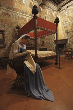 GO TO Palazzo Davanzati in Florence, to see the beauty of 14th century Florentine life www.susanvanallen.com