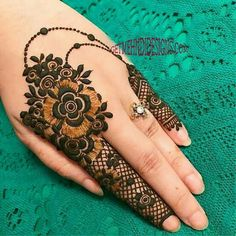 Get unique henna design, simple henna design and new henna design ideas here. There are best henna tattoos here you must try. Pretty Henna Designs, Stylish Mehndi Designs, Mehndi Art Designs, Beautiful Mehndi Design, Latest Mehndi Designs, Mehndi Designs For Hands, Flower Designs, Henna Finger Tattoo, Finger Tattoo Designs