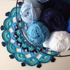 Bij ons in t dorp gaat de crea-winkel dicht! Zo jammer!! Ik heb snel nog wat bolletjes (met korting!) gekocht in mijn favoriete kleur. 💙 #blauw #katoen #byclaire #houten #haken #crochet #virka #mormorsrutor #hekle #hekling #crochetaddict #heelhollandhaakt #iloveblue #crafting #craftastherapy