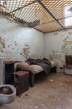 Asilos e hospitais psiquiátricos abandonados na fotografia de Jeremy Harris
