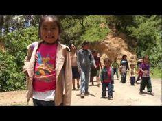 El camino a la escuela (México).  How far some students have to walk to school. 8 min.