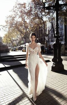 Hollywood Slit Wedding Dress | Gali Karten 2017 Haute Couture Bridal | ElegantWedding.ca