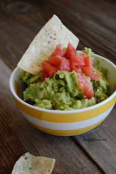 Guacamole Recipe - The Idea Room Salsa Guacamole, Best Guacamole Recipe, Avocado Recipes, Yummy Appetizers, Appetizer Recipes, Snack Recipes, Healthy Recipes, Snacks, Achiote Recipe