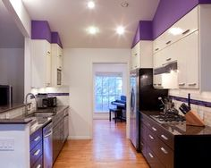 14 Creative Ways to Decorate a Kitchen With Purple | eatwell101.com