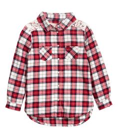 Red/white. Shirt in plaid cotton flannel with a collar, lace yoke at back and over shoulders, and pearlescent snap fasteners at front. Chest pockets, long