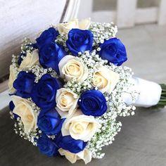 Buenos días a todos!! empezamos el Lunes con este #ramodenovia blanco y azul... Por qué será que cada vez más novias eligen este color?? :D
