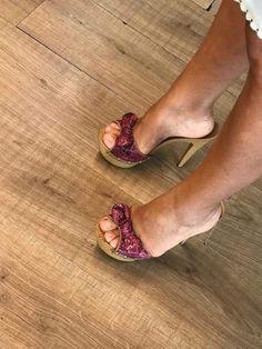 Zaffiro e Acciaio Beautiful Toes, Beautiful High Heels, Sexy Legs And Heels, Sexy High Heels, Wooden Sandals, Girls Heels, Sexy Sandals, Sexy Toes, Stiletto Shoes