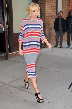Sienna Miller Vestido Rayas look