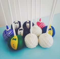 Bride & Groom Cakepops - cute and delicious as wedding favors or additions to the dessert table | Baked by Yael