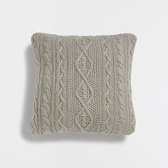 Zara Home New Collection Knitted Cushion Covers, Knitted Cushions, Bed Measurements, Hm Home, Zara Home España, Knitting Designs, Classic Looks, Cottage Style, Cable Knit