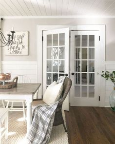 72+ Comfy Modern Farmhouse Sunroom Decor Ideas #decoration #decoratingideas #decoratinghome
