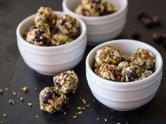 Energy Balls mit Pistazien, Cranberries und Chia-Samen