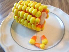 Halloween treat for kids. Candy corn on the cob. Candy corn stuck into a banana. For nut allergies, you can use Sunrise brand of candy corn, available at Dollar General and Big Lots, it is one of the few candy corns that is nut free. Halloween Snacks, Halloween Fun, Halloween Parties, Halloween Goodies, Vintage Halloween, Halloween Pumpkins, Halloween Pretzels, Halloween Dishes, Healthy Halloween