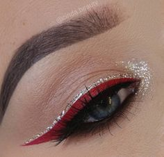 Colored Eyeliner Looks: Ways To Style Them – The Urban Guide - Beauty is Art No Eyeliner Makeup, Red Eye Makeup, How To Eyeliner, Eyeliner Liquid, Silver Makeup, Eyeliner Ideas, Eyelashes Makeup, Makeup Looks, Makeup Trends