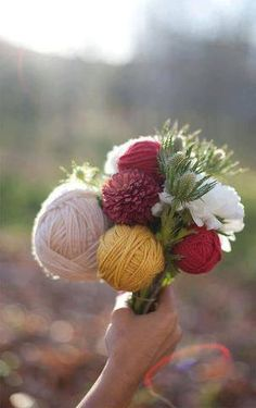 Make a yarn bouquet #weddingstyle #weddings #bouquet #everlasting repinned by www.hopeandgrace.co.uk